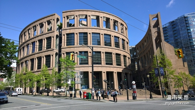 attractionWP_20140506_15_24_26_ProVancouverCentralPublicLibrary