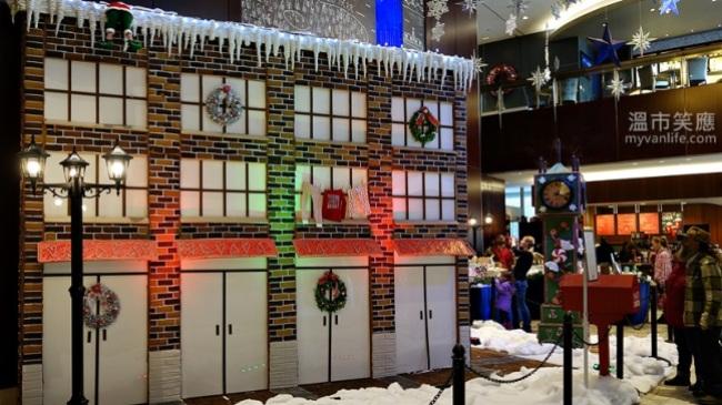 ChristmasRDSC05415GingerbreadLane