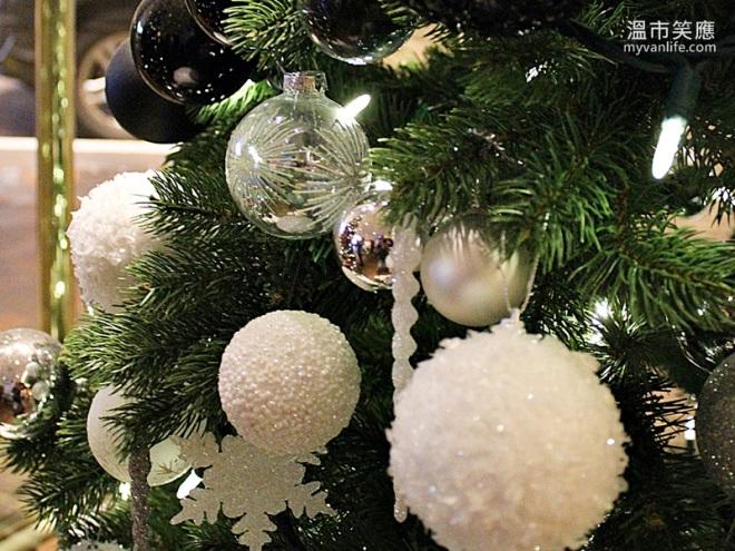 ChristmasRIMG_7301FourSeasonsTrees