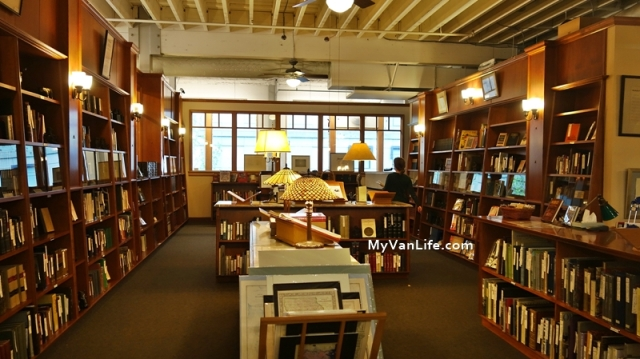 bookstoreDSC06901Powells